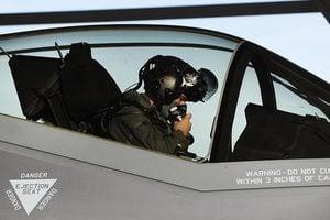 美五空軍飛行員任務中缺氧 暫停F-35訓練