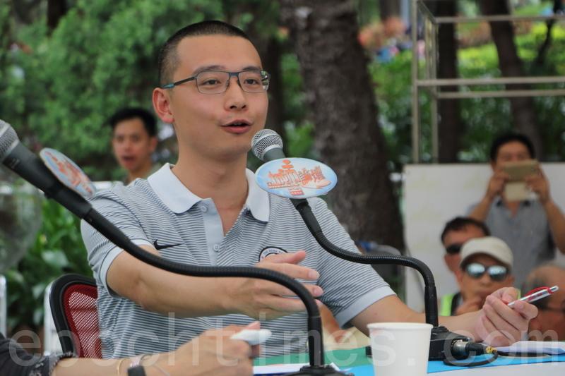 李峻嶸質疑,政府有否把扶持香港職業球賽當作一個重要的政策組成部份。又認為政府想要訓練精英,應推廣普及運動。(蔡雯文/大紀元)