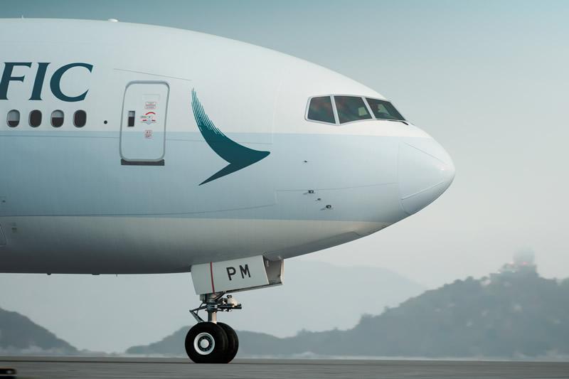 受熱帶風暴苗柏侵襲香港影響,國泰、華航及長榮航空分別取消或延誤多個往來港台的航班。圖為國泰航空客機。(Cathay Pacific)