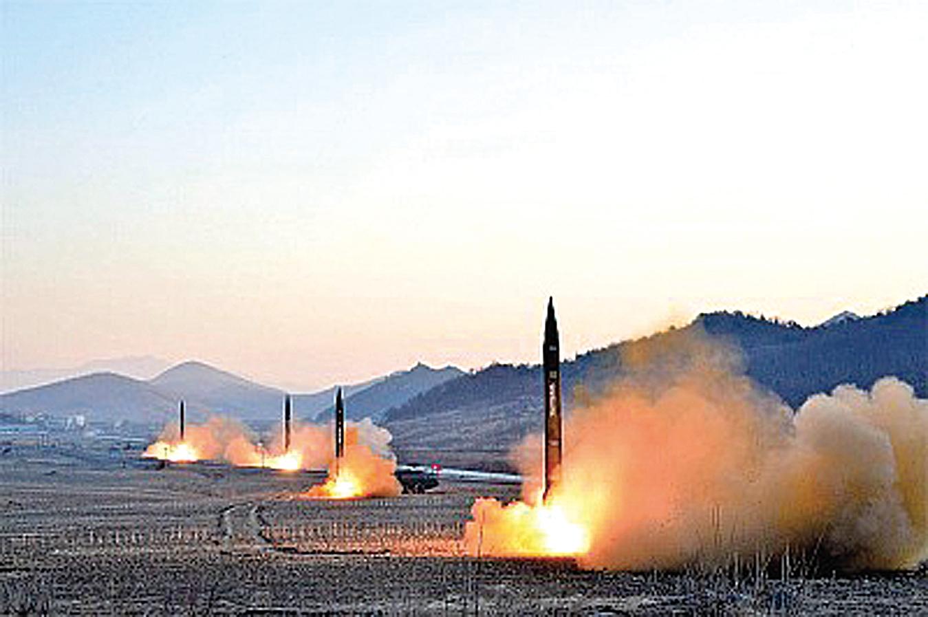 今年以來北韓已9次試射彈道導彈。北韓於5月20日曾再次宣稱已發展出可攻擊美國本土的能力。北韓高官還指,中國已被納入北韓核武射程。圖為北韓3月6日試射4枚導彈。(Getty Images)