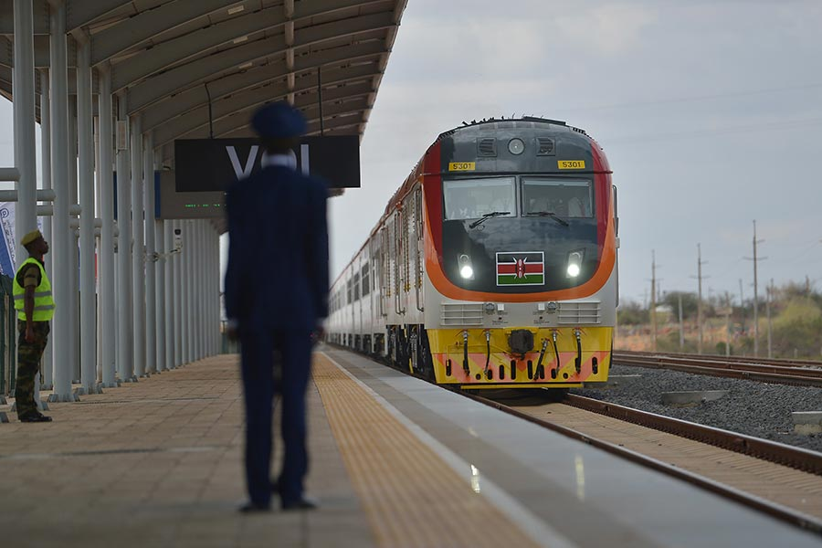 圖為肯雅的中資鐵路。(TONY KARUMBA/AFP/Getty Images)