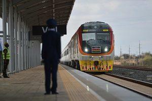 中共為肯雅建造天價鐵路 當地人:太瘋狂