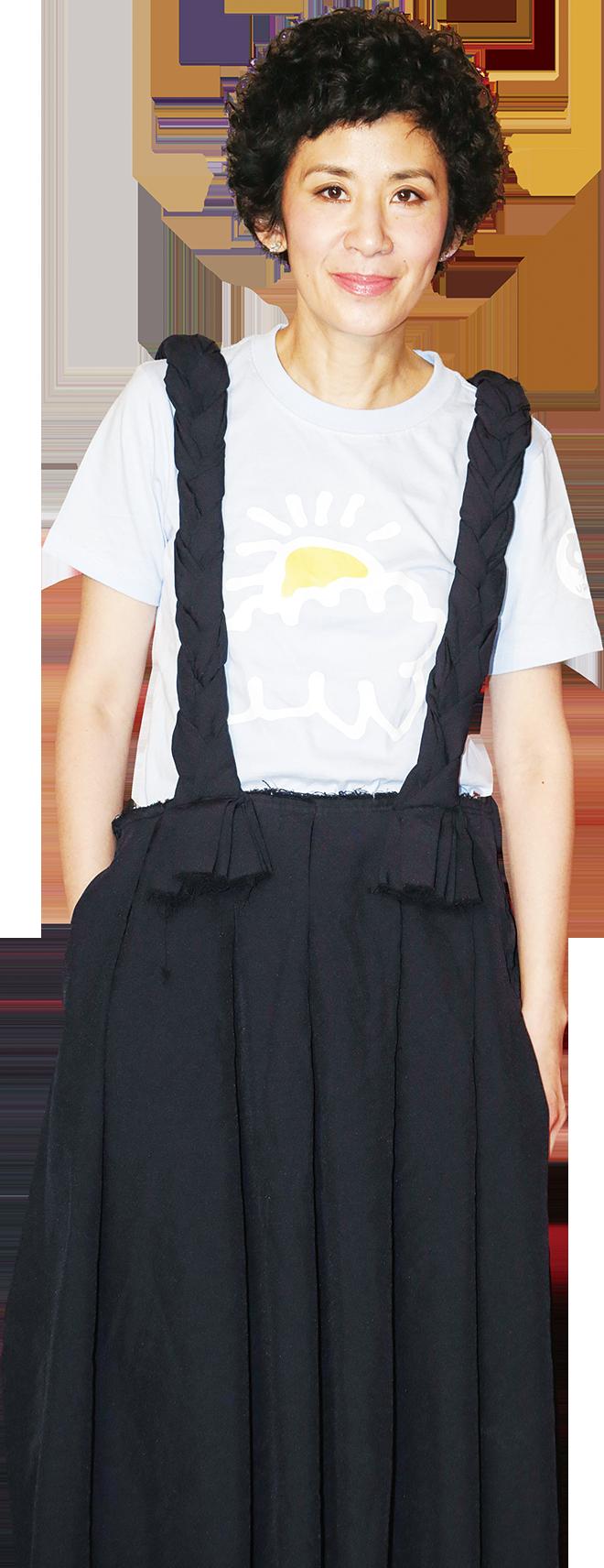 電影節大使吳君如小姐身穿KIFF T-shirt到場,與大家分享自己經常帶女兒看電影的趣事。(高先電影公司提供)