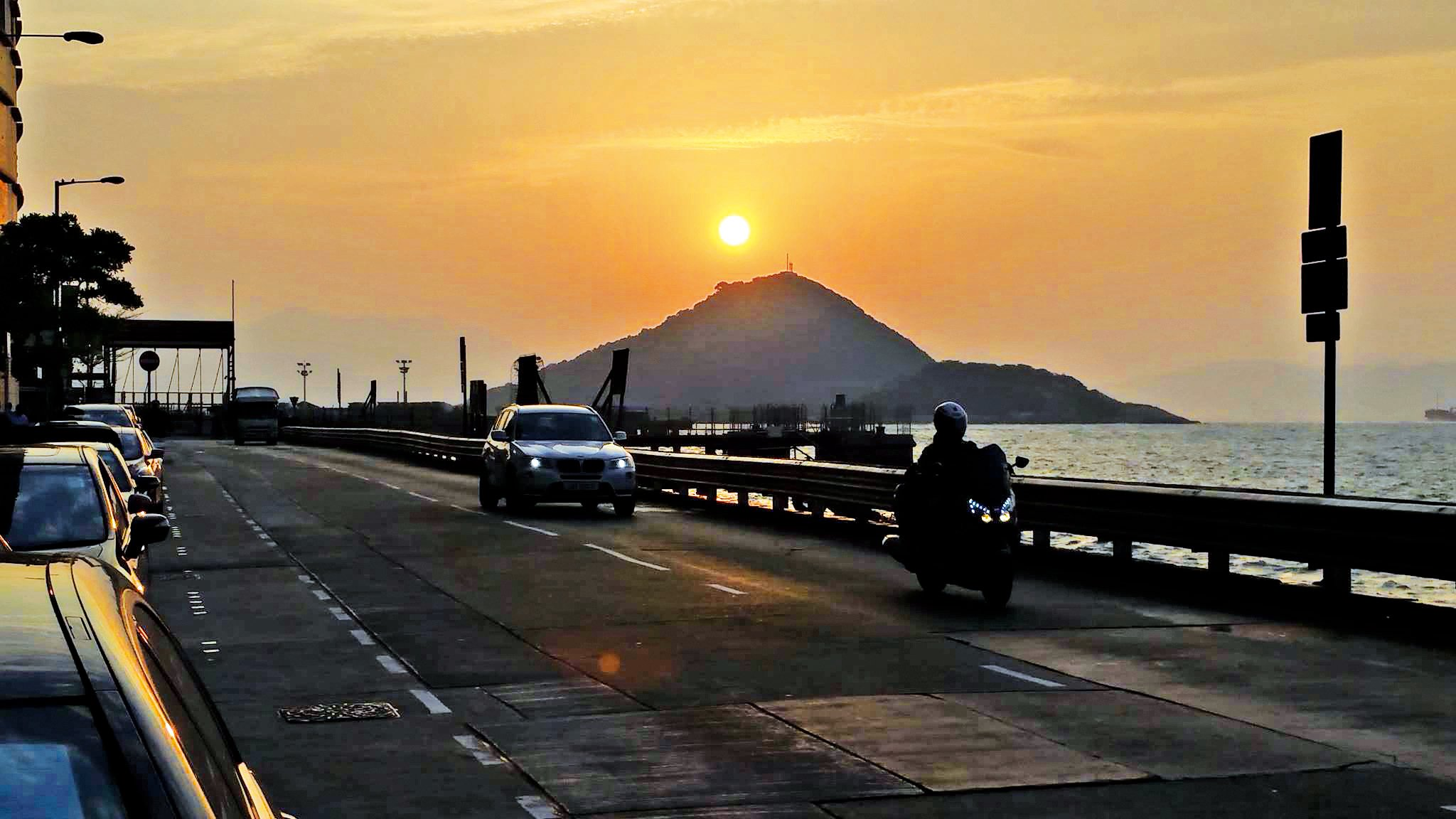 駕車經過堅尼地城海傍看日落。(《點對點》fb)
