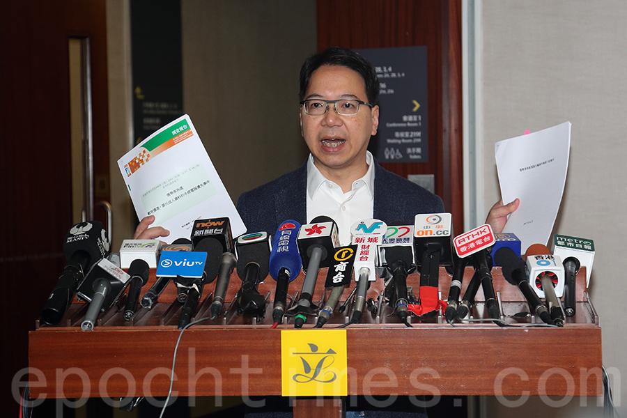資訊及科技界立法會議員莫乃光認為報告將責任推給中下層職員。(李逸/大紀元)