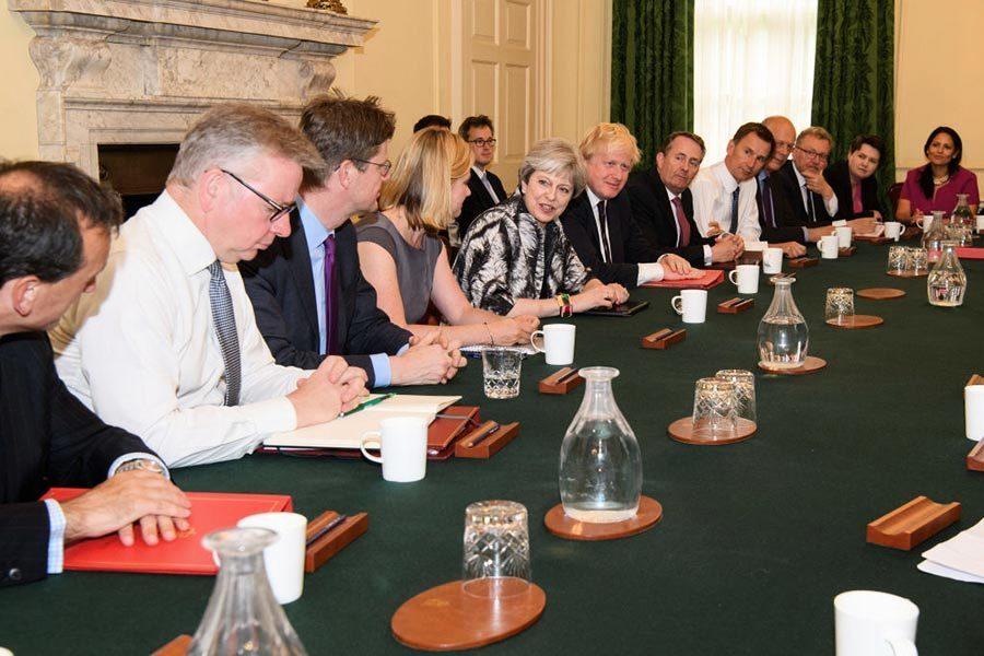 硬脫歐軟脫歐 英國又回到十字路口?