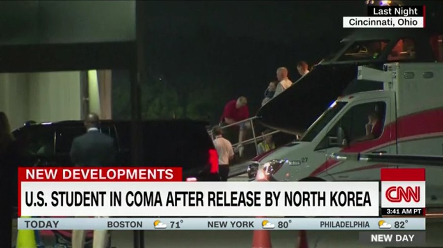 被北韓扣押及判監15年的美國大學生溫貝爾(Otto Warmbier),一年多前已陷入昏迷。圖為被送回家鄉的溫貝爾。(CNN視像擷圖)