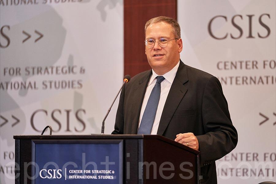 美國駐香港總領事唐偉康(Kurt Tong)於6月13日在華盛頓智庫戰略與國際研究中心(CSIS)演講中表示,香港的「高度自治是城市的新鮮血液」,但其正面臨被中共侵蝕的風險。(石青雲/大紀元)