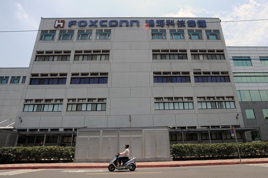 傳威斯康辛州當局正在與鴻海集團旗下富士康公司(Foxconn)將在威斯康辛州投資設廠,增加5萬個工作。(SAM YEH/AFP/Getty Images)