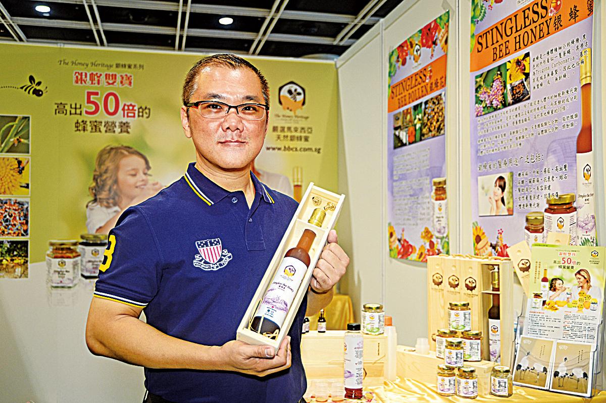 新加坡The Honey Heritage 銀蜂蜜市場發展總監蕭際賢。(宋碧龍/大紀元)