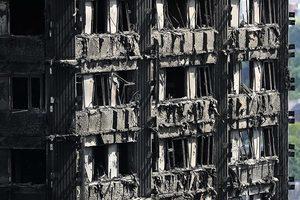 倫敦大火引發抗議 數百民眾闖市政廳問責