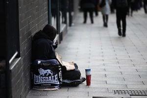 英國反恐出奇招 特工街頭扮乞丐