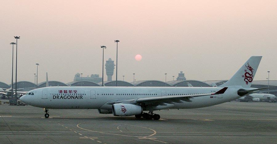 國泰港龍客機駕駛艙返港途中傳冒煙 幸安全降落