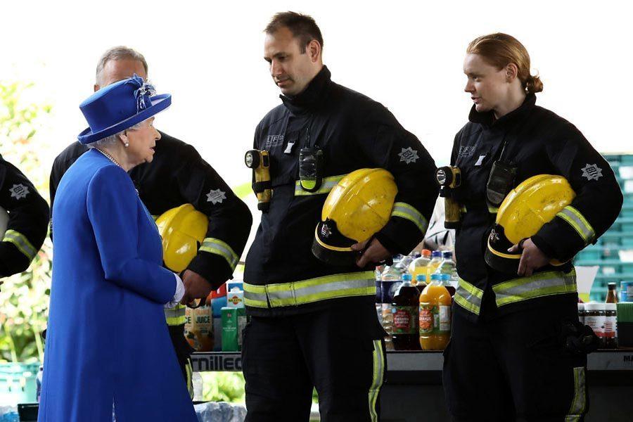 倫敦大火30死76失蹤 英女皇探望傷者