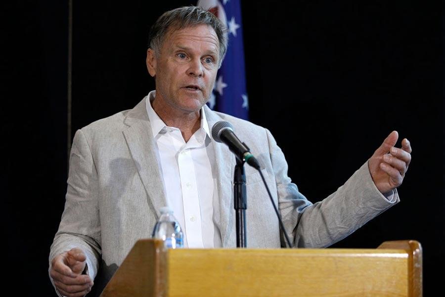 在周四(6月15日)舉行的新聞發佈會上,溫貝爾的父親弗雷德・溫貝爾猛烈抨擊了旅遊公司青年先鋒旅行社(Young Pioneer Tours),指責旅遊公司把美國人誆騙到北韓旅遊,而美國人有可能會被扣為人質。(Bill Pugliano/Getty Images)