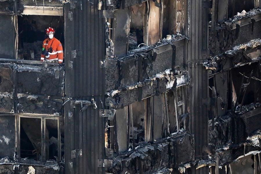 倫敦公寓樓大火 應留家待救還是自救逃命?
