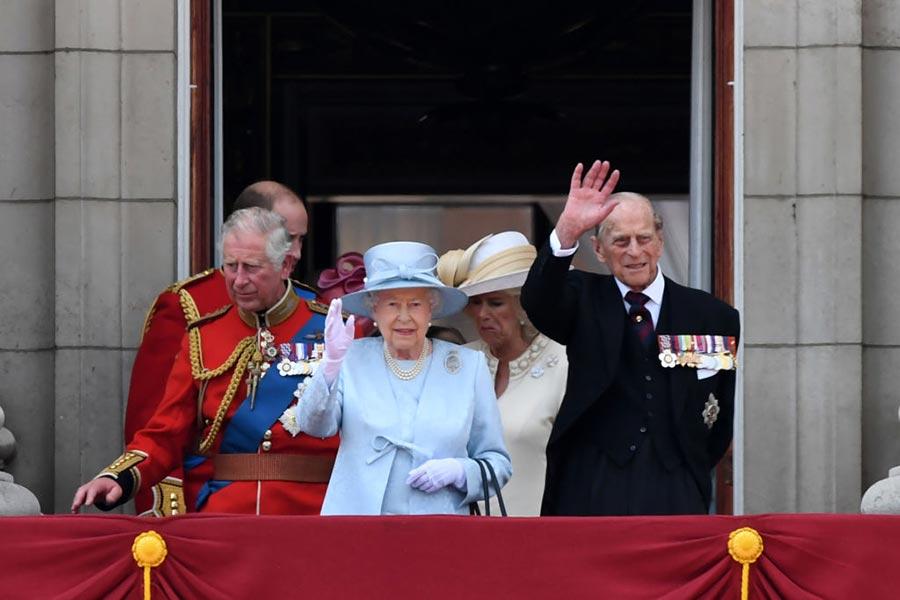 6月17日,英女皇發表生日聲明,呼籲英國人在悲傷中團結一致。(CHRIS J RATCLIFFE/AFP/Getty Images)