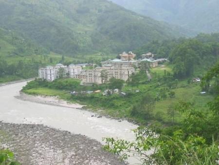 在1962年中印戰爭中,中國奪而復棄的藏南地區,被印度於1972年改為阿魯納恰爾中央直轄區。阿魯納恰爾邦地處喜馬拉雅山南麓,土地極其肥沃,植物自然景觀奇異,礦產豐富,被譽為「西藏的江南」。(網絡圖片)