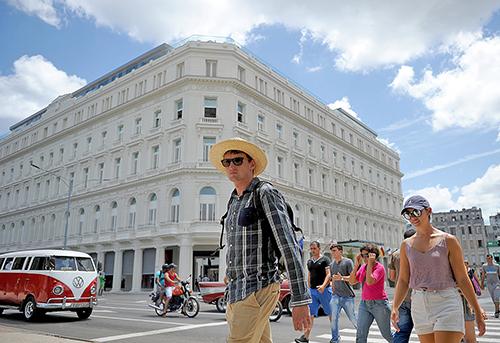 古巴首家五星級酒店。特朗普新古巴政策禁止美國商企跟獲古巴軍方支持的大企業GAESA做生意。GAESA經營多所酒店等。(YAMIL LAGE/AFP/Getty Images)