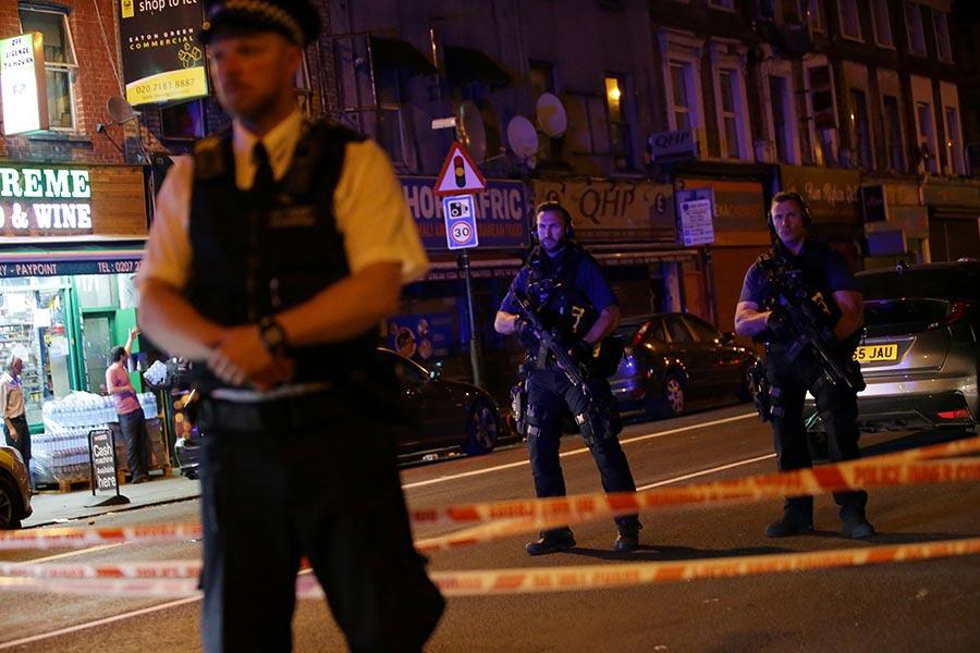 英國警方表示,當地時間周日午夜(周一凌晨)剛過,倫敦北部發生汽車衝撞行人事件,造成多人受傷。(DANIEL LEAL-OLIVAS/AFP/Getty Images)
