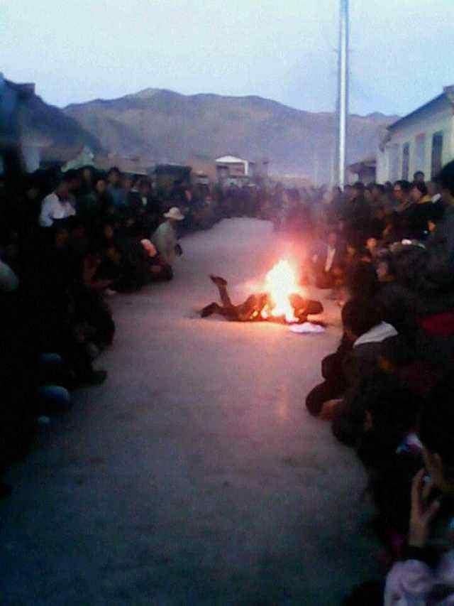 中共對西藏採取的高壓統治政策,8年來造成共計155位藏人自焚,抗議自己民族的文化宗教遭到壓制。(網絡圖片)