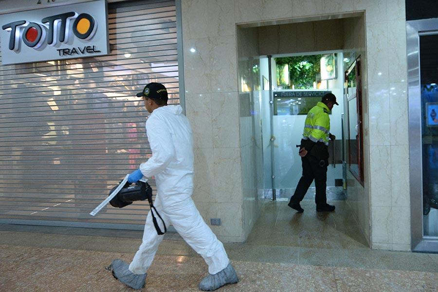 周六(6月17日),哥倫比亞首都一高檔購物中心的一洗手間內發生爆炸,造成至少3人死亡,9人受傷。(RAUL ARBOLEDA/AFP/Getty Images)