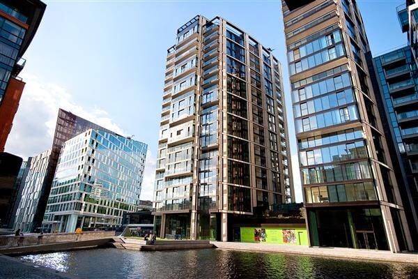 商人廣場3號高端公寓樓外景,這裏最小的一居室公寓也要近100萬鎊。(www.plazaestates.co.uk)