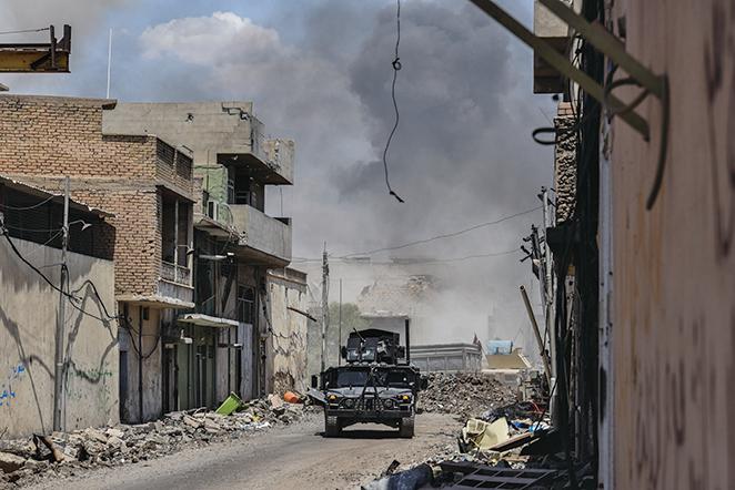 周日(6月18日),伊拉克部隊開始進攻被伊斯蘭國(IS)恐怖組織佔據的摩蘇爾老城(Old City)。(AFP)