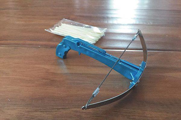 危險!大陸學生愛玩「牙籤弩」 可射進石膏板