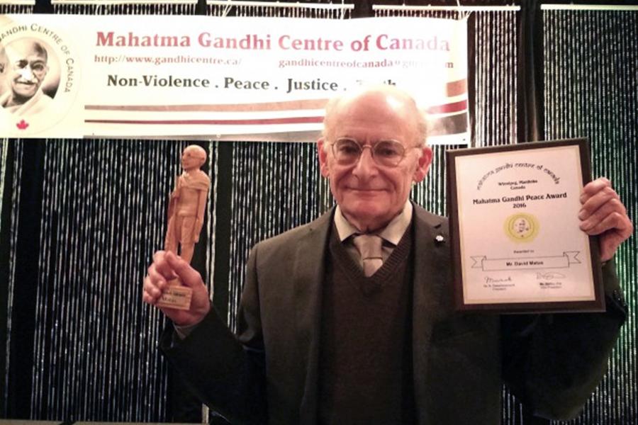 著名人權律師大衛・麥塔斯(David Matas) ,近日獲得加拿大甘地中心頒發的「甘地和平獎」。(Zheng Liu/EET)