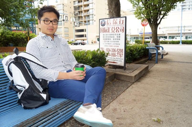 簡體中文廣告牌在加拿大卑詩省列治文市的街頭隨處可見。華裔黃先生(Ken Tin Lok Wong)談對此現象的感受。(網絡圖片)