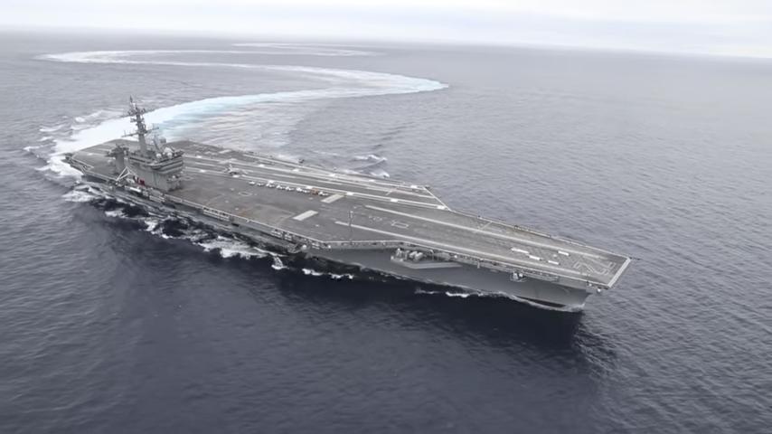 美國海軍日前發佈一個片段,展現航空母艦在海上高速大轉彎的精彩畫面,顯示航母具有良好機動性能。(視像擷圖)
