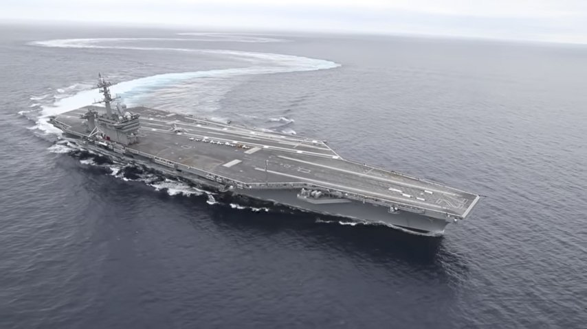 美軍航母展示海上飄移 高速轉彎顯機動性