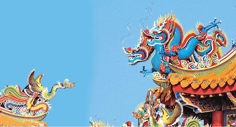 閩、台地區的廟宇室外建築裝飾工藝──剪瓷雕,屬瓷片拼貼的一種。題材以吉祥如意、福祿壽喜和花鳥蟲魚、人物故事為主要內容,其工藝兼具繪畫的色澤感和雕塑的立體感,並可長年經受日曝雨淋、海鹼侵襲而不褪色。(行雲提供)