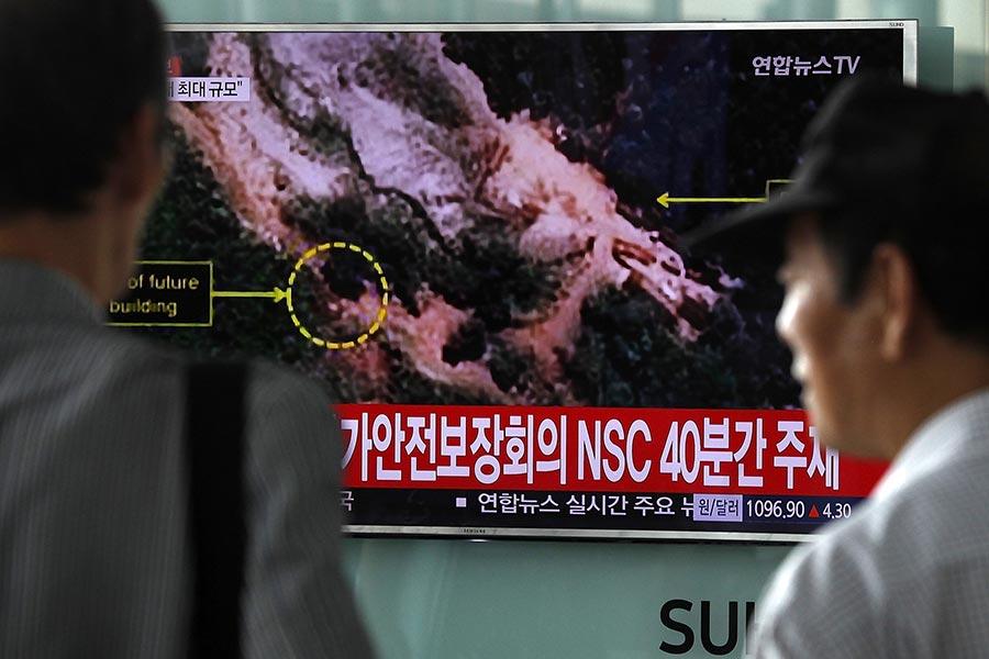 南韓政府周三表示,至少在四名脫北者身上測到輻射反應,不過目前尚未無法證實是否與平壤的核武計劃有關。(Woohae Cho/Getty Images)
