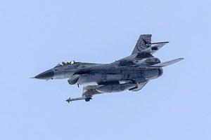 F-16戰機從侯斯頓起飛時墜毀 機上有彈藥