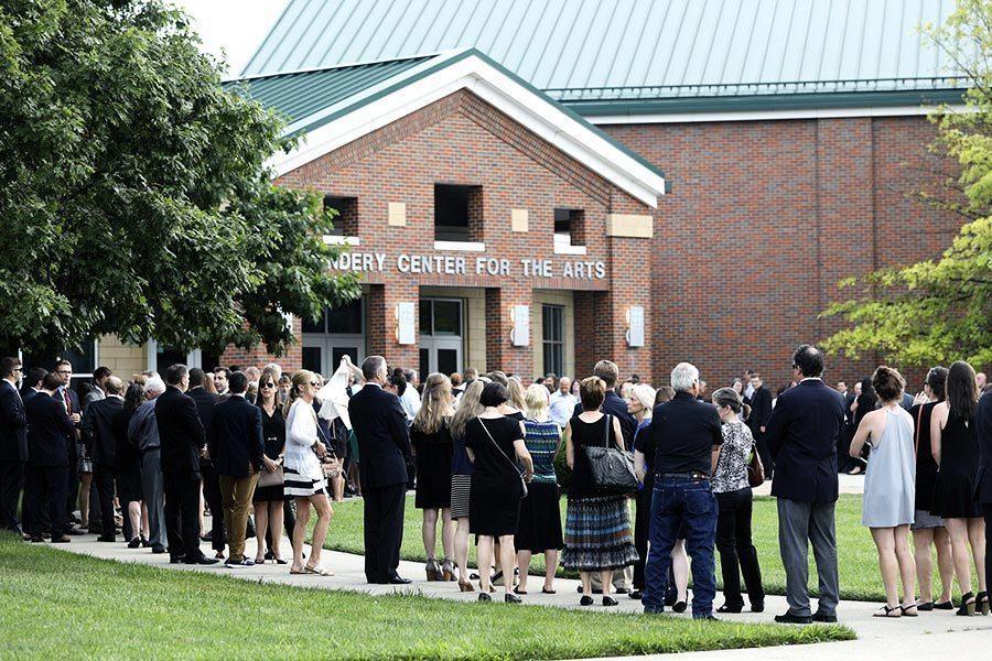 從北韓獲釋美大學生今下葬 二千多人送行
