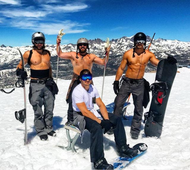 熱浪滾滾 加州內華達山有人光膀子滑雪