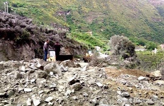 四川省茂縣疊溪鎮新磨村突發山體高位垮塌,全村被埋。(微博)