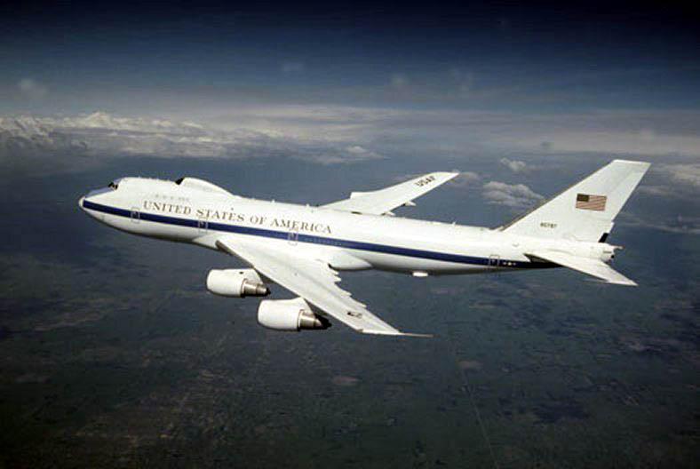 周五(6月23日),美國內布拉斯加州駐奧福特空軍基地(Offutt Air Force Base)附近遭遇龍捲風襲擊,包括兩架E−4B「末日」飛機(Doomsday Plane)在內的十架美國空軍飛機遭到破壞。(維基百科公有領域)