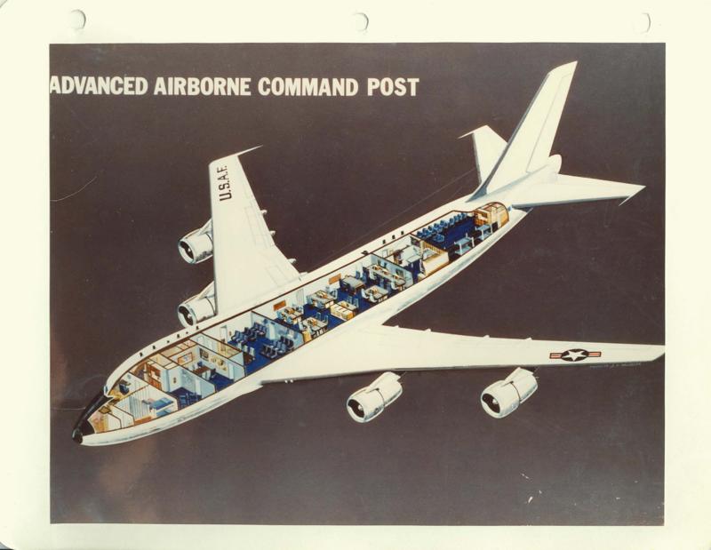 美國總統的「末日」(Doomsday)飛機造價逾兩億兩千萬美元,能夠承受核爆炸和小行星襲擊地球的毀滅性災難威脅,能在空中停留數天不加油,並有能力在機上管理國家甚至全球性戰爭。(維基百科共有領域)