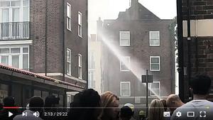 倫敦又一公寓樓起火 72消防員忙滅火