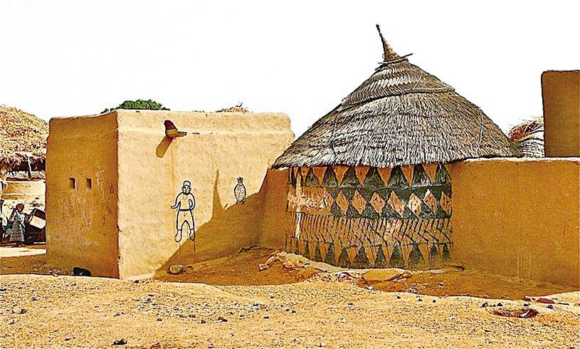 卡塞納村的多彩的古龍西彩繪泥土住宅。(Rita Willaert/Flickr)