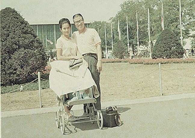 五十年前,作者與妻子合影( 作者提供)