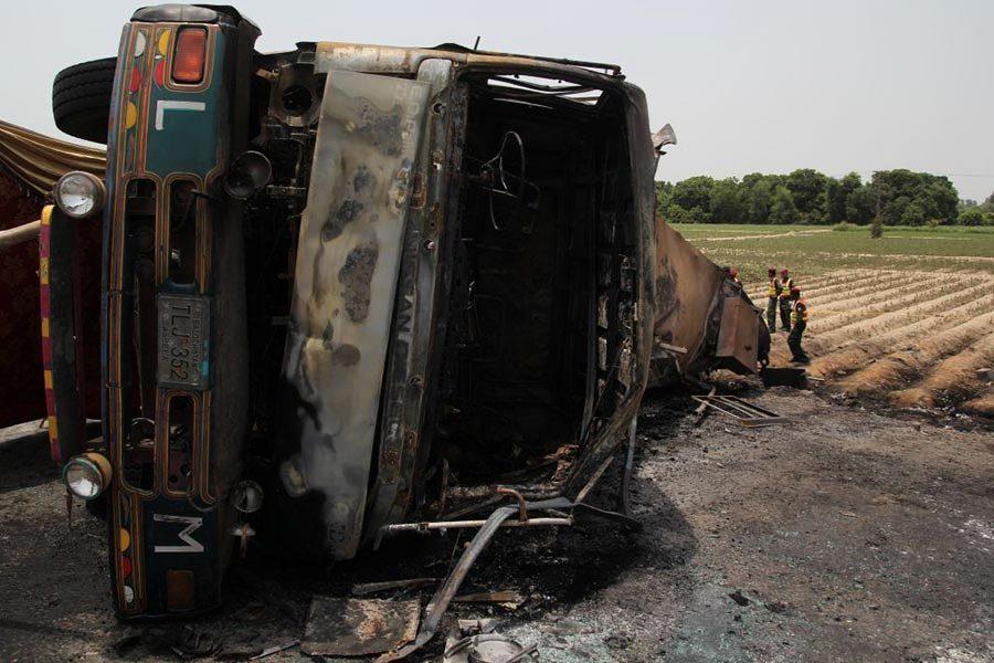 巴基斯坦油罐車爆炸 至少135人死