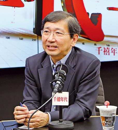 港大法律學院教授陳文敏,昨日在電台節目回顧香港主權移交20年以來,在法治和一國兩制上的變遷,批評中共的干預損害兩制。(蔡雯文/大紀元)