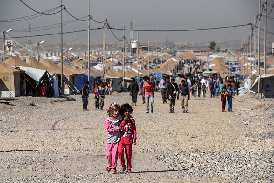 周日,摩蘇爾大部份市民度過多年以來第一次沒有IS的開齋節,市民上街慶祝來之不易的時光。(MOHAMED EL-SHAHED/AFP/Getty Images)