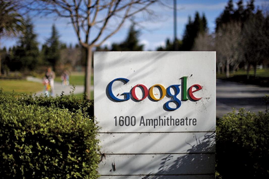 經過7年的調查,歐盟反壟斷機構周二(27日)宣佈,對搜尋引擎巨擘谷歌(Google)處以24.2億歐元的天價罰款。(Getty Images)