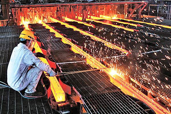 美國商務部長羅斯表示,美國可能會採取廣泛措施來打擊鋼鐵傾銷問題。(ChinaFotoPress/ChinaFotoPress via Getty Images)