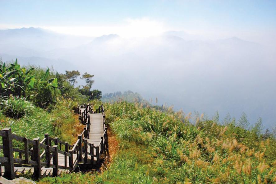 【散落人間的文字】山在雲霧縹緲中